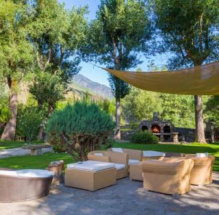 Hotel Castellarnau garden