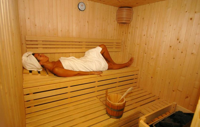Sauna and whirlpool bath